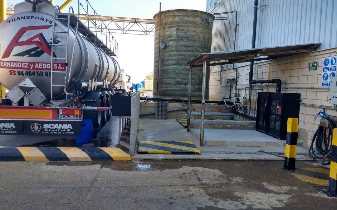 EXIDE TECHNOLOGIES. Instalación de doble contención, para descarga de camiones ácido sulfúrico concentrado. Tubería interior en PVC-C.